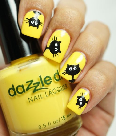 Cute Black kitty on Yellow Nails