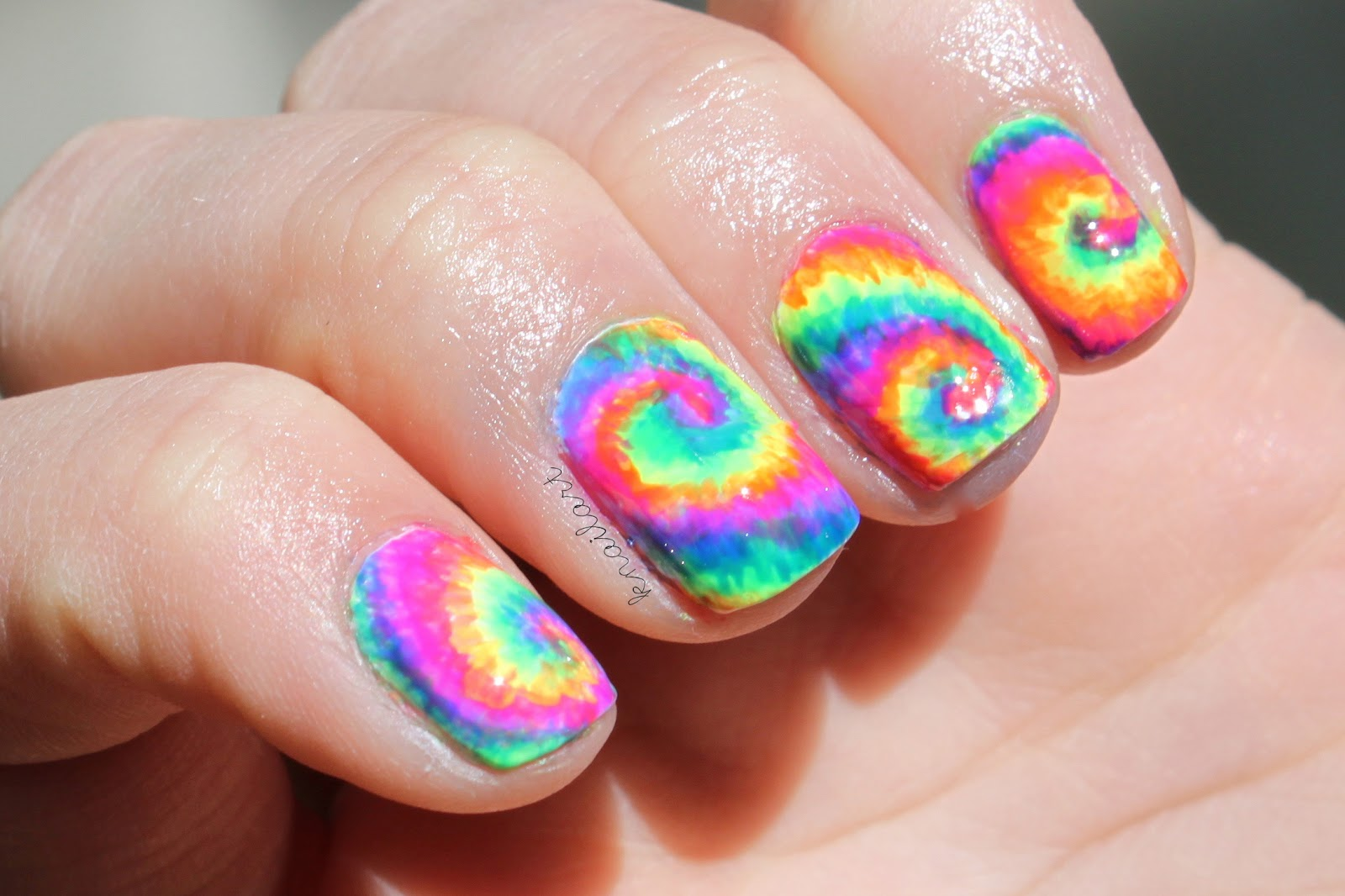 Neon Style Glow Nails
